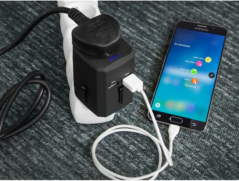green cell universaladapter zur steckdose mit usb ports. Black Bedroom Furniture Sets. Home Design Ideas
